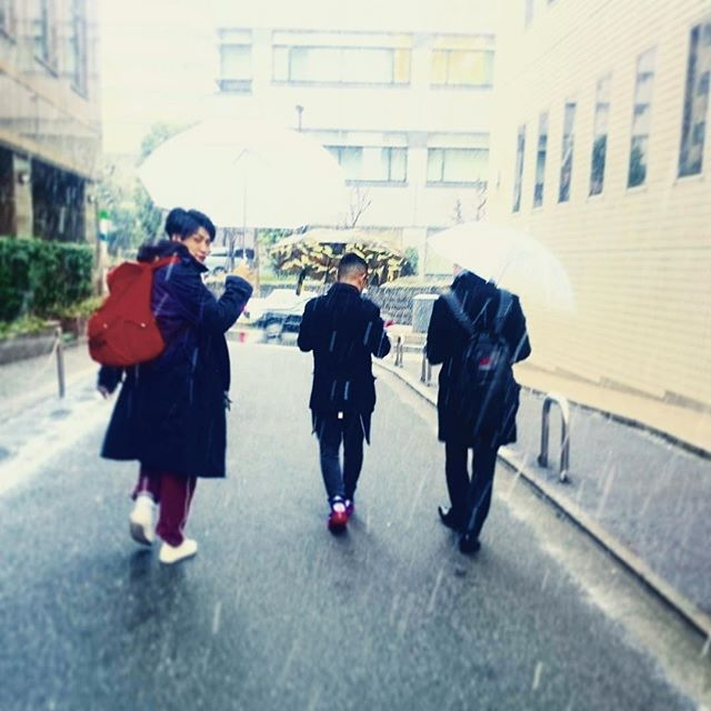 皆さんこんにちは! 今日は東京にも雪が降りましたね! そんな中、ディレクター長戸と共にヘアカタログの撮影をやらせていただきました\(^^)/ どんなスタイルかは、発売してからのお楽しみなので、OFFショットを一枚♪ 今回もまた、メンズグルーミングらしいボウズスタイルとショートスタイルの作品になりましたので、そんなスタイルをお求めの方、ぜひご来店お待ちしております! #高野友里