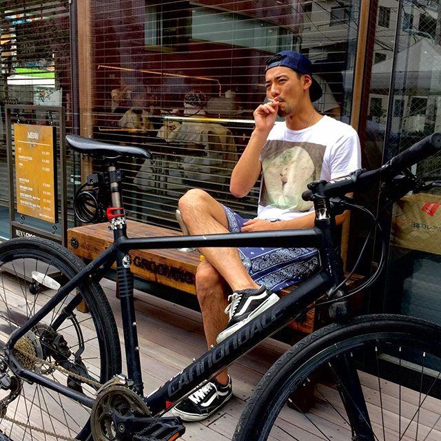 メンズグルーミングサロンAOYAMAでは、LIFESTYLEを大事にしています。  趣味の自転車で来店したり、髪切った後に一服したり、自分の時間や自分のSTYLEを 大事にしている方。色々なLIFESTYLEを大事に楽しんでいる男性におくるメンズグルーミングサロンAOYAMA。是非、お待ちしております。  メンズグルーミングサロンAOYAMAディレクターNAGATO #長戸寛典