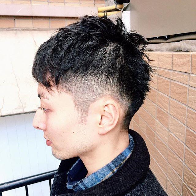 爽やかショートスタイル 爽やか印象の刈り上げショートスタイルです。 前髪を立ち上げても◎ 春なのでドライなワックスでのスタイリングがオススメです。 #安田恭兵