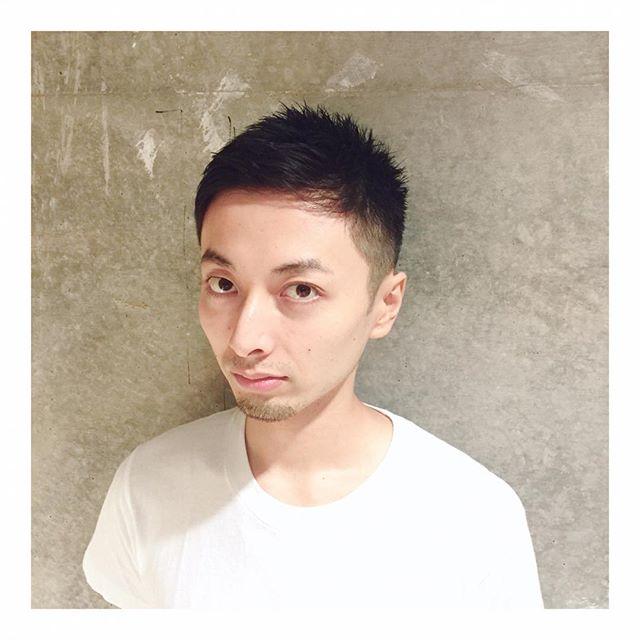 爽やか刈り上げ さわやかで頭の形も綺麗に見える刈り上げスタイル! どんな時でもチャチャッとスタイリングできちゃいます。 スタイリング剤の使い分けで印象を変えられるのでオンもオフも楽しめます! なんでもご相談ください! #安田恭兵