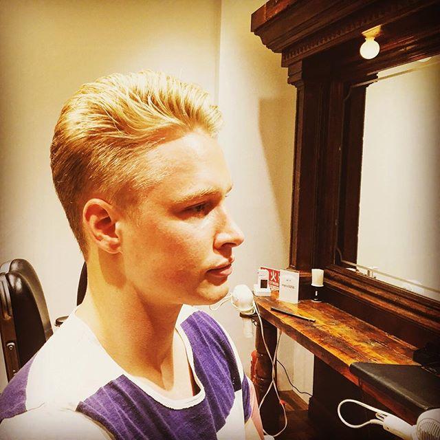 スウェーデンショート‼️ ☆今日はスウェーデンから来たDAVIDがまた来てくれました〜^_−☆ 羨ましい位の地毛のブロンド‼️ショートヘアー❗️ イケメンは何をしてもやっぱりカッコイイですね〜❗️ 良い感じ❗️ そろそろ秋を意識したヘアースタイルにしましょう‼️ #池田寛史