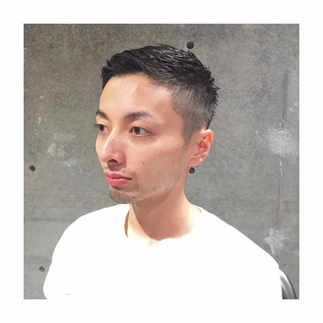ウェットでタイトな刈り上げスタイル  刈り上げショートヘアです。 印象を変えたいな〜って思う時ありませんか?そんな時はスタイリング剤を変えるのがオススメです。スタイリング剤を変えると髪の質感が変わります。質感が変わるとイメージが変わります!スタイリング剤のご相談などもどうぞ! メンズグルーミングスタイリスト安田 #安田恭兵