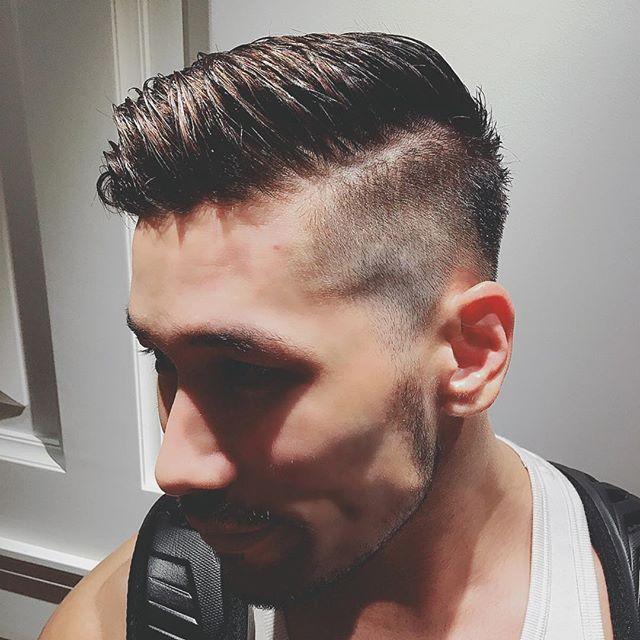 刈り上げパートスタイル!  どうもこんにちは  本日ご紹介するのは刈り上げパートスタイル! パートスタイルのは髪の毛を分けるスタイルってことですね。  今回のこのスタイルのポイント!  秋冬でもエッジのきいたスタイルでおしゃれ感アップ! 朝の忙しい方でもスタイリング簡単なので時短! 立体感のでるカラーリングでおしゃれに柔らかい印象に!  以上がこのスタイルのポイント!! いま現在ショートスタイルの方! 刈り上げのない方!おすすめですよ〜!! ぜひお試しください!  以上 スタイリスト #中島康光 カラーリスト #川俣百合香