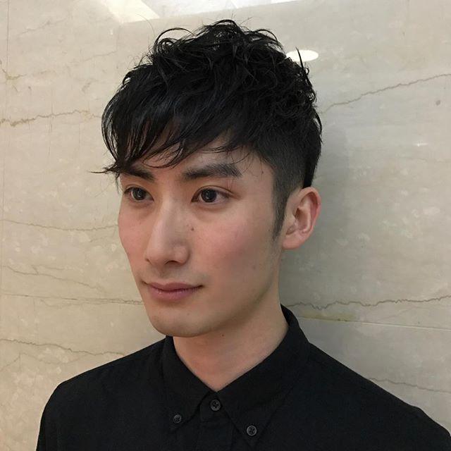 いつでもかっこいい刈り上げショート!松田翔太さん風ヘアスタイル! 松田翔太ぽい感じでてますでしょうか? ポイントはすっきりとった刈り上げと、トップのデザインです。 以外といつでも生活の中で取り入れやすいヘアスタイルです。 気分を変えたい方、一度試してみてはいかがでしょうか! #姫田彩香