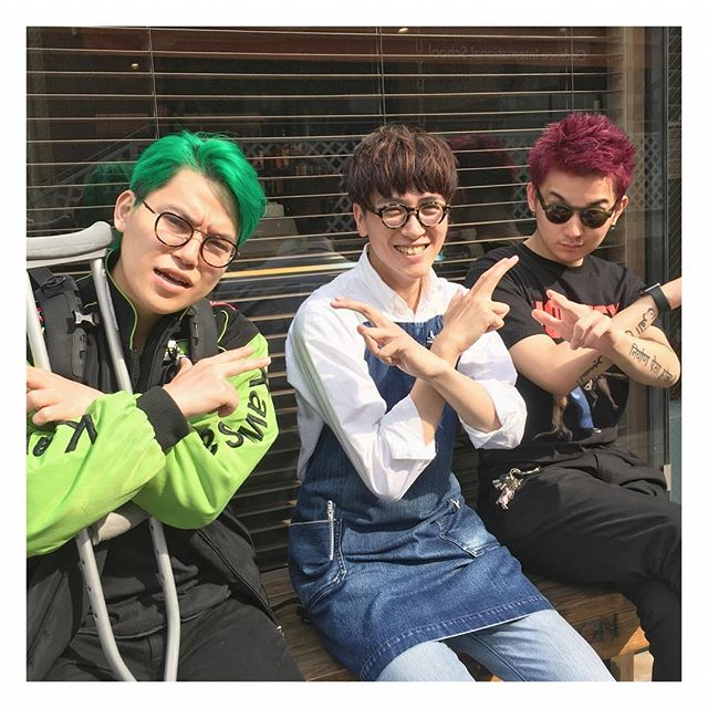 ✂︎有名YouTuberと✂︎ 友人で有名YouTuberのカワグチジン、相馬トランジスタさんが遊びにきてくれました!記念に写真を撮らせていただきました!ありがとうございます! 高校生、大学生、専門学生の方は、平日限定で優待価格にてご案内いたします!ぜひお待ちしております! #山本和彦