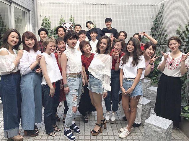 ✂︎特別授業に伺いました✂︎ 先日、国際文化理容美容専門学校渋谷校へ特別授業に伺いました!エネルギー溢れる生徒の皆さんの前で仕事をさせていただいて、自分自身もすごく勉強になりました!ありがとうございました! サロン見学も受け付けていますので、ぜひお店を見にきてください!また、学生の方は平日限定の優待価格でご案内します!お待ちしています! #山本和彦