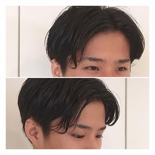 ✂︎ウエット×センターパート✂︎ ウエットな質感で、色気のあるセンターパートスタイルです! 少し長めのヘアスタイルでも、おでこを出すことで夏らしく、涼しげな印象に仕上がります!グリースなど、固まらずツヤが出るスタイリング剤を使うことで柔らかさも演出しています! 直毛の方は、毛先が少し曲がる程度にゆるくパーマをかけるのがおすすめです!当日のご予約も承りますので、ぜひお待ちしています! #山本和彦